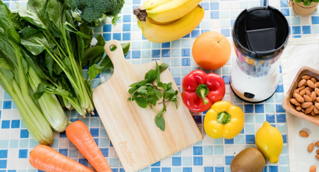 野菜と果物と水で作るのが、基本的な作り方とされています