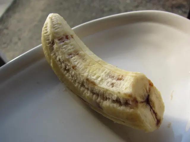 バナナの芯が黒い変色について