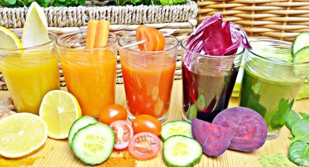 野菜ジュースにオリーブオイルをちょい足しで便秘スッキリ!