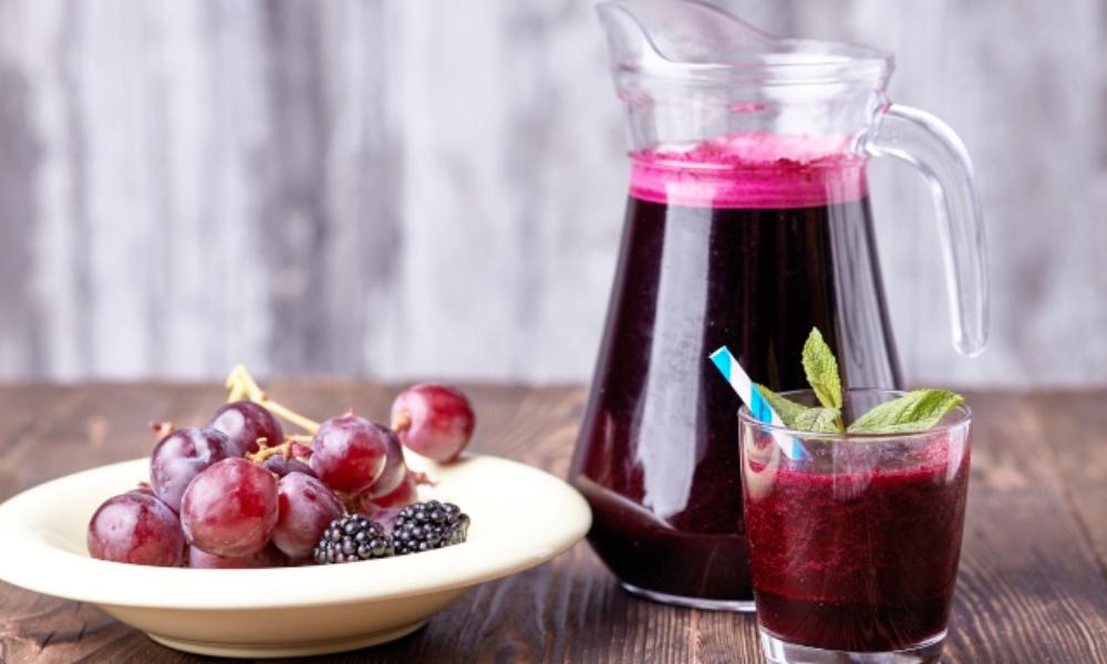 ぶどうジュースは体にいい?悪い?栄養価や気になる糖質の量について