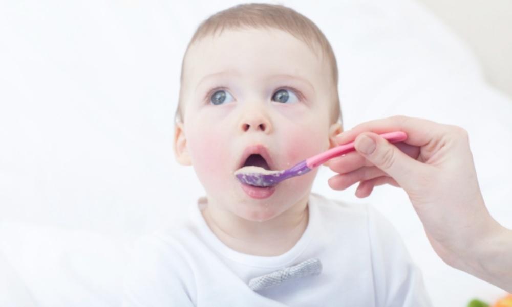 アサイーを赤ちゃんに食べさせても大丈夫?【注意点と離乳食レシピ】