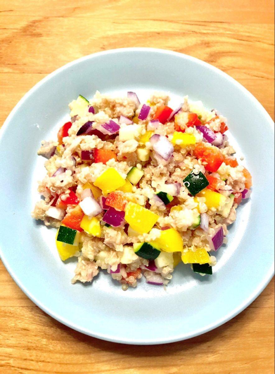 キヌアと彩り豊かな野菜のサラダ