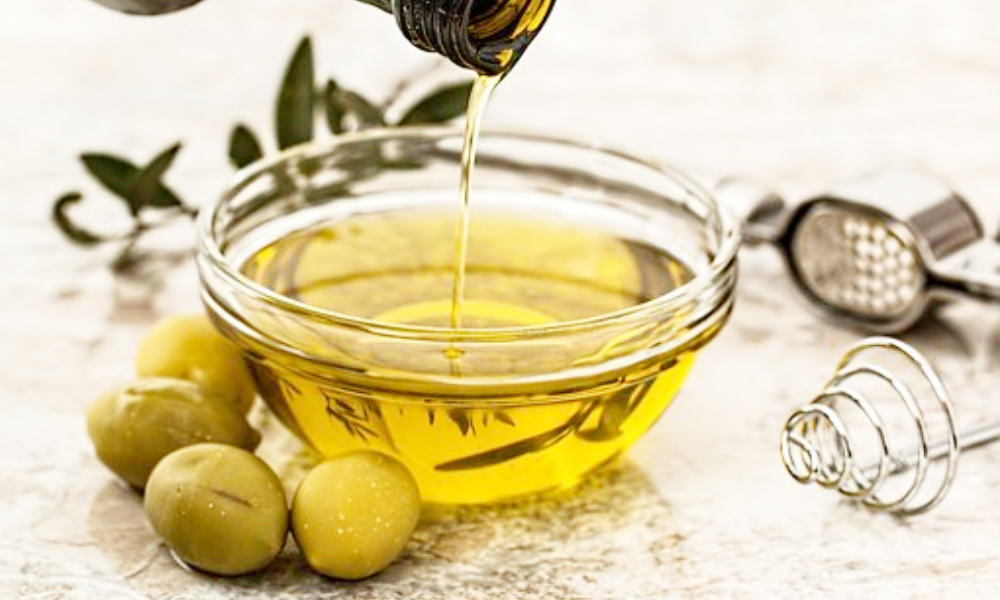 オリーブオイル(油)をかける