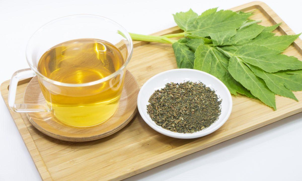 明日葉茶は妊婦にも安心のノンカフェイン。妊娠中に飲むお茶にぴったり!