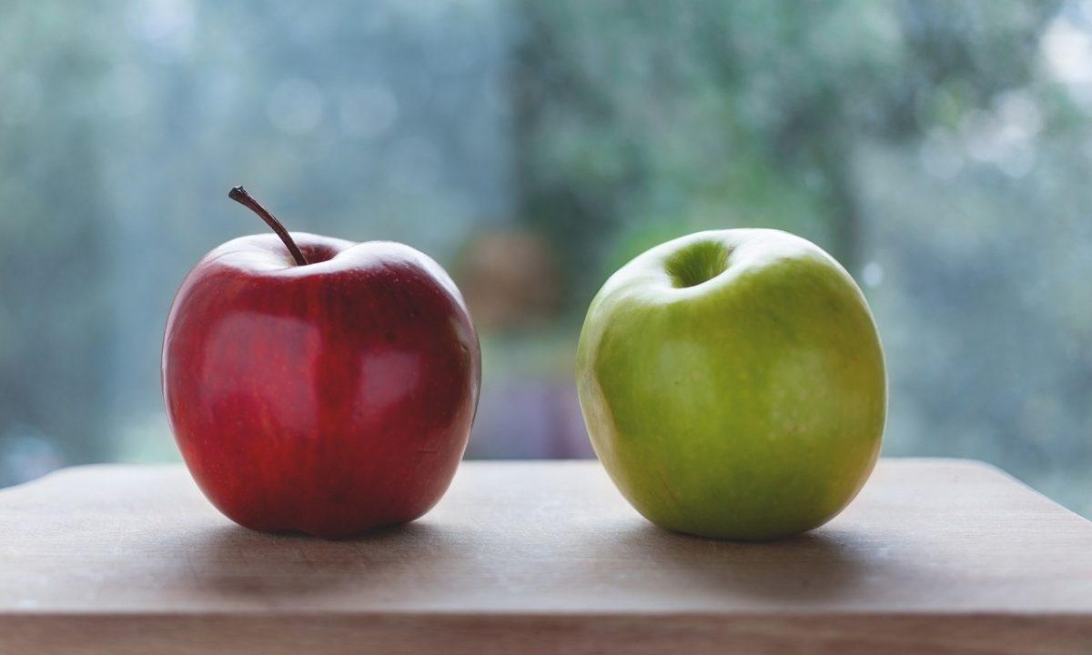 赤いりんごと青いりんご